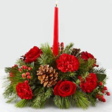 Traditional Christmas Candle Centerpiece
