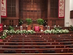 Alter Rail floral garland at First Presbyterian